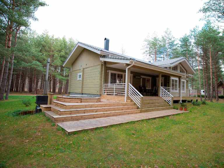 Holzhaus Indra Außenpool