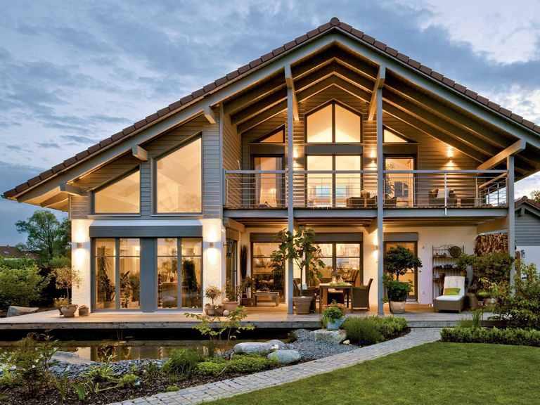 Einfamilienhaus Landshut - Regnauer Hausbau Gartenansicht mit Teich