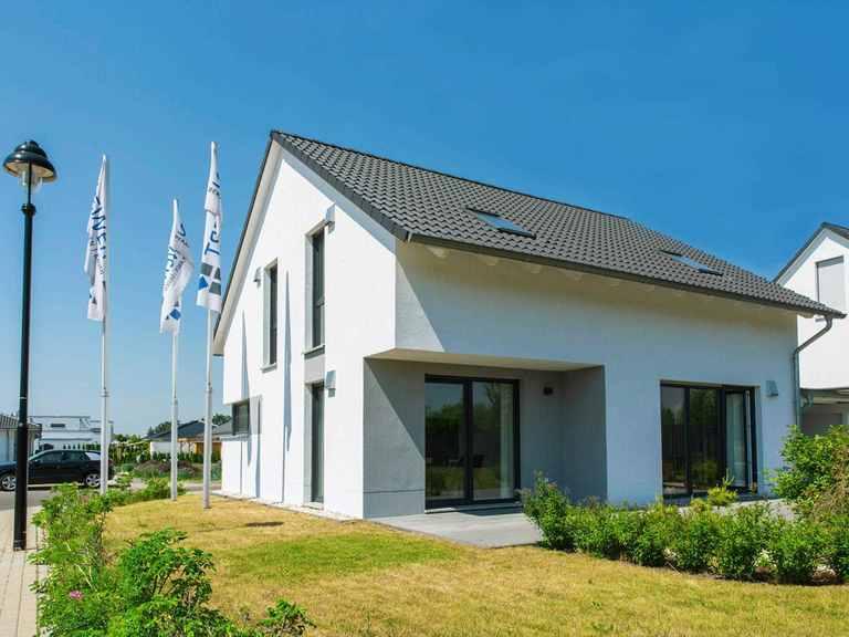 Musterhaus ESPRIT 137 Siewert Hausbau Gartenansicht