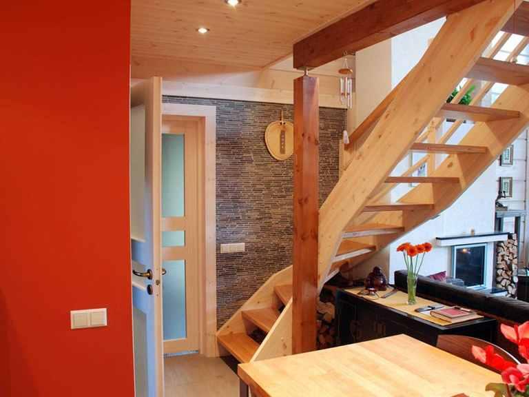Holzhaus Hebe - Finnlog Deutschland Eingang und Treppe