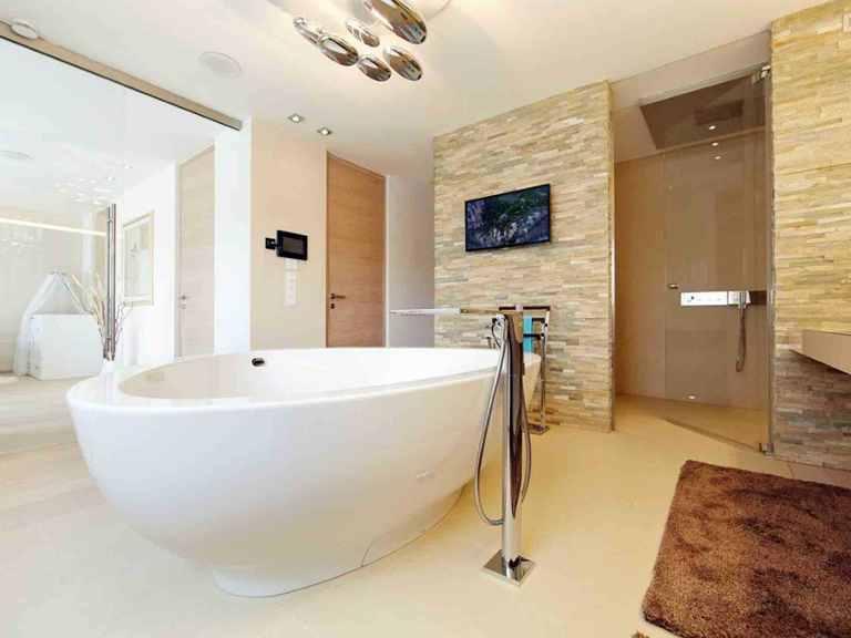 Villa Cannstatt - GUSSEK HAUS Badezimmer: Badewanne