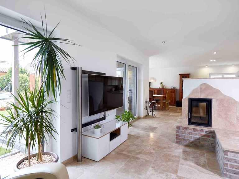 Einfamilienhaus Frankenbach - GUSSEK HAUS Wohnzimmer mit Kamin