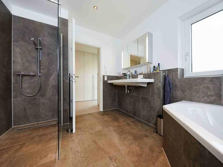 Einfamilienhaus Hellerberge - GUSSEK HAUS Badezimmer