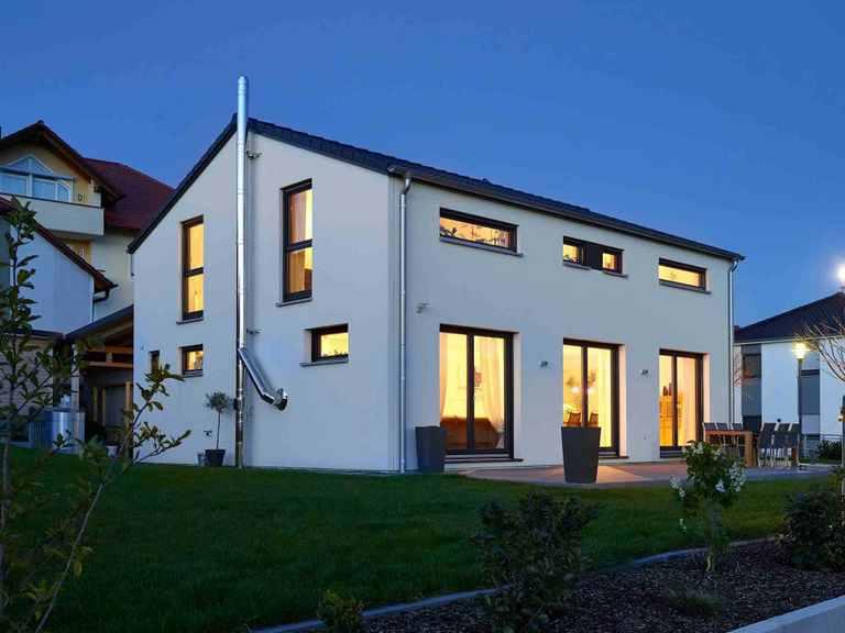 Einfamilienhaus Hoheneck - GUSSEK HAUS Garten am Abend