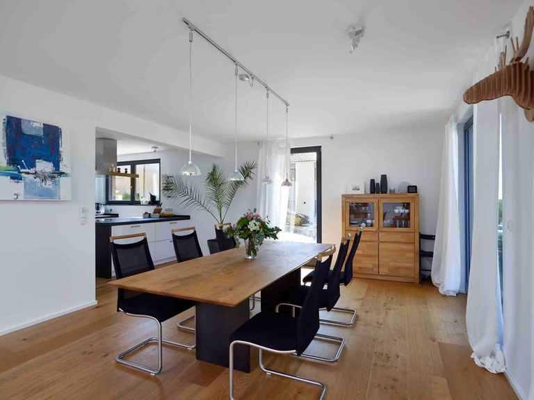 Einfamilienhaus Hoheneck - GUSSEK HAUS Essbereich und offene Küche
