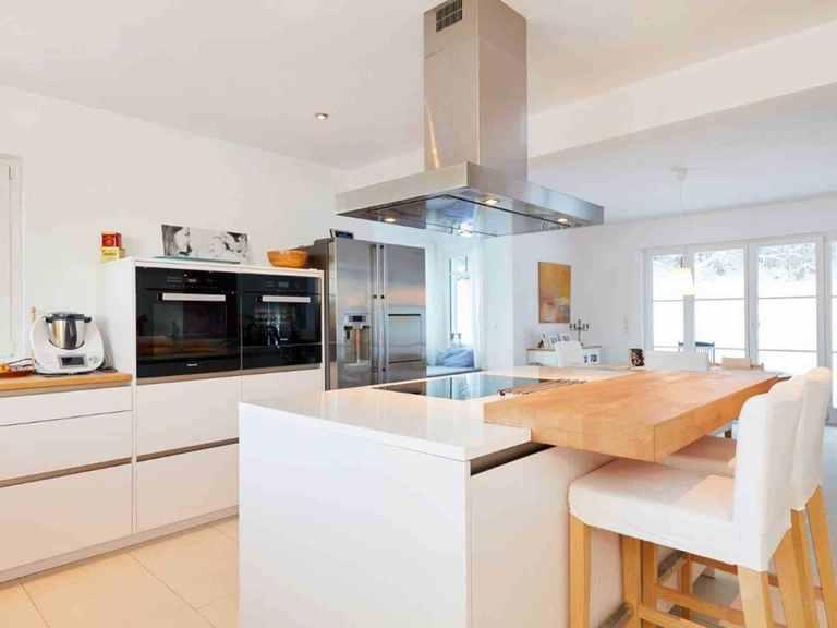 Kubus Haus Wynwood - GUSSEK HAUS Offene Küche und Essbereich