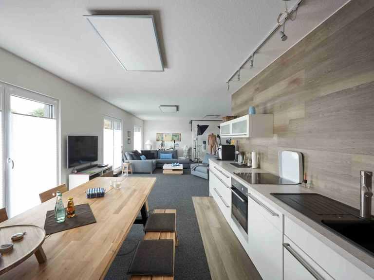 Pultdachhaus Tasko - Fingerhut Haus Aufenthaltsraum mit Küche und Essbereich