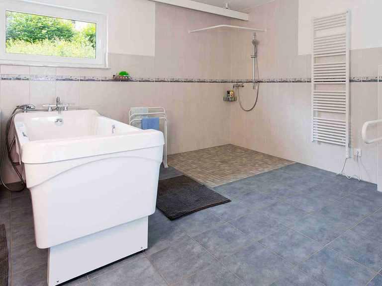 Mehrgenerationenhaus Bonvenon - Fingerhut Haus Barrierefreies Badezimmer 1