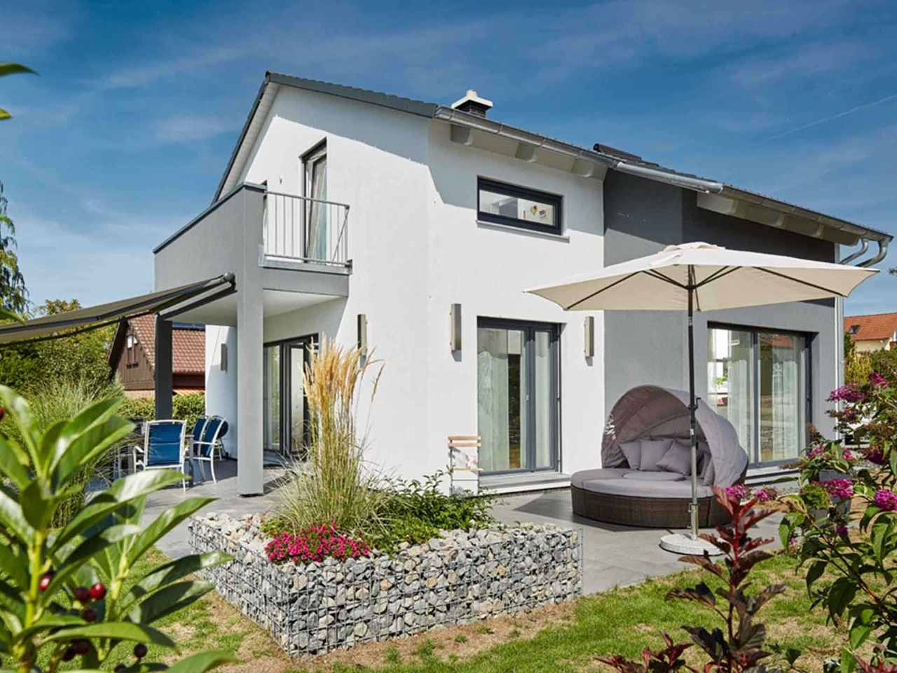 Satteldach Landhaus 143 von LUXHAUS