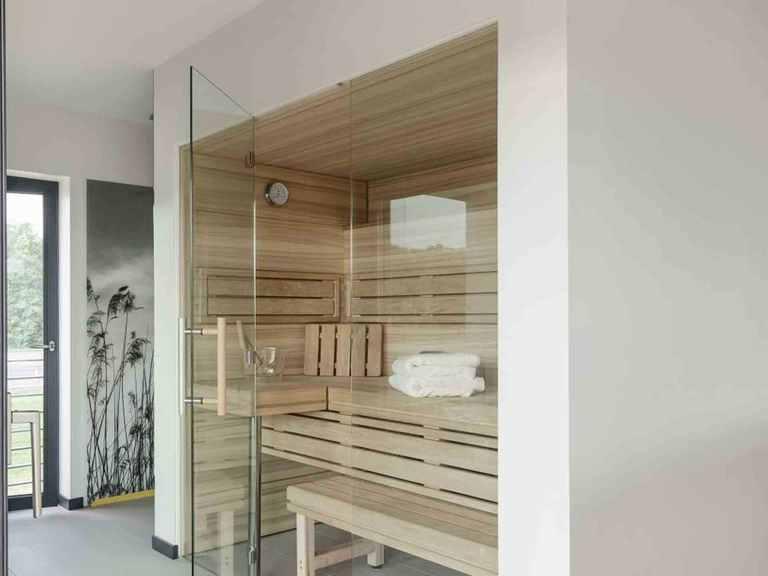 Musterhaus Köln - LUXHAUS Badezimmer mit Sauna