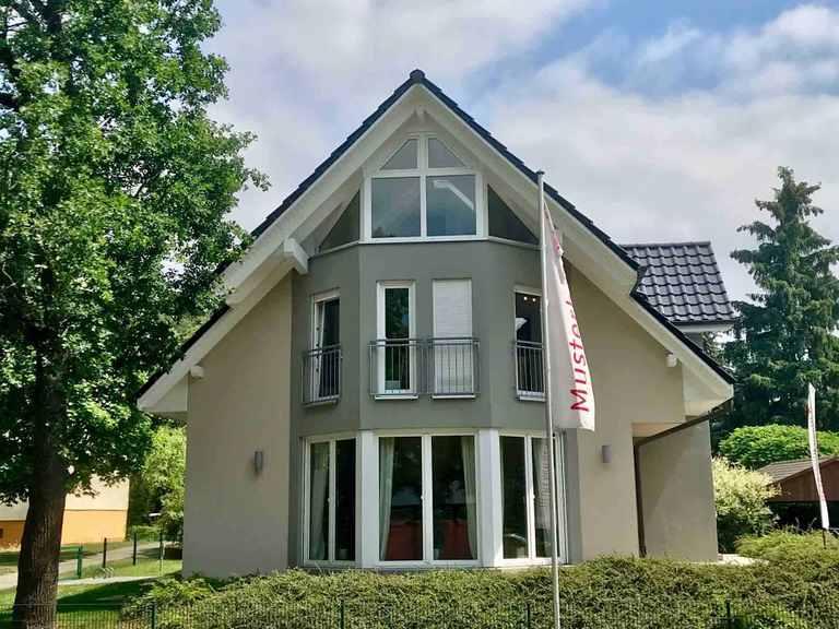 Musterhaus Potsdam - Heinz von Heiden in Berlin & Brandenburg Musterhaus Potsdam von der Seite