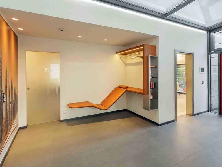 Musterhaus Fellbach - LUXHAUS Eingang: Gaderobe