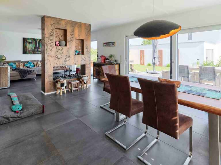 Landhaus Satteldach 126 - LUXHAUS Wohn- und Essbereich