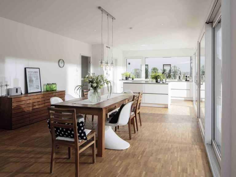 Einfamilienhaus im Grünen - WeberHaus Offene Küche und Essbereich