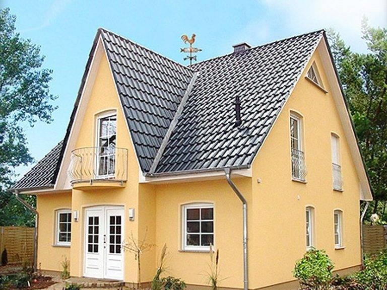 Aussenansicht auf den Hauseingang des Friesenhauses.