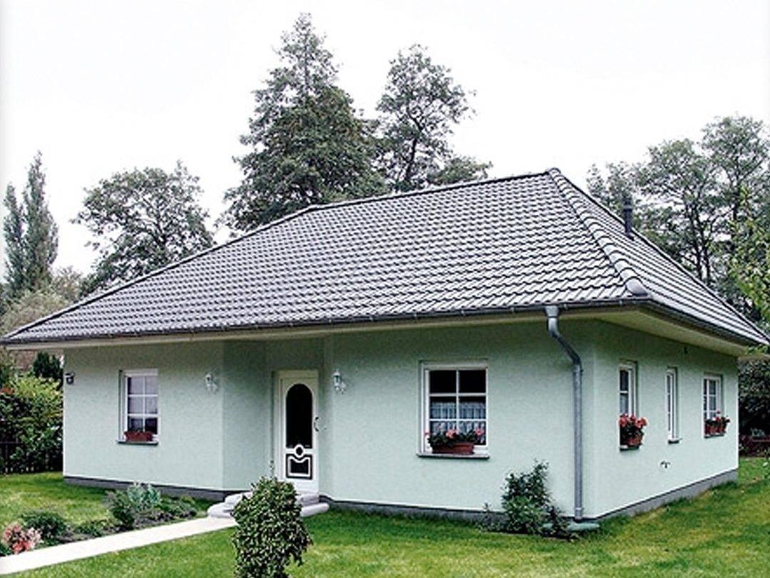 Aussenansicht auf den Hauseingang des Bungalows.