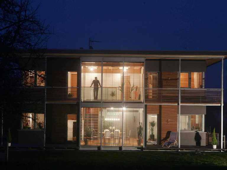 Golden Cube - WOLF System Haus Golden Cube bei Nacht