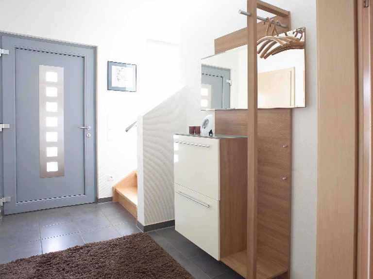 Einfamilienhaus mit Einliegerwohnung - WOLF System Haus Eingang