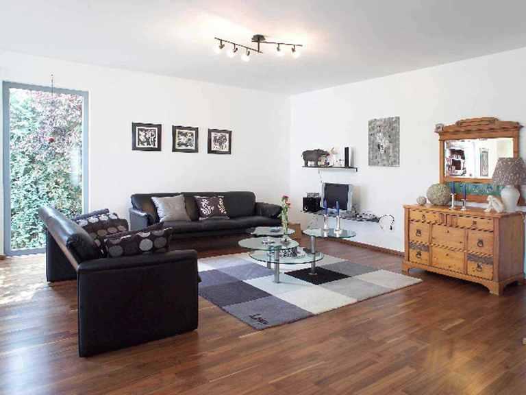 Einfamilienhaus mit Einliegerwohnung - WOLF System Haus Wohnzimmer
