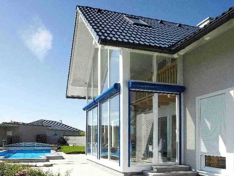 Individuell geplantes Kundenhaus 2 - WOLF System Haus Blick auf den Wintergarten
