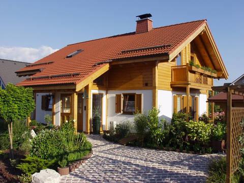 Aussenansicht auf die zweite Variante des überdachten Hauseingangs.