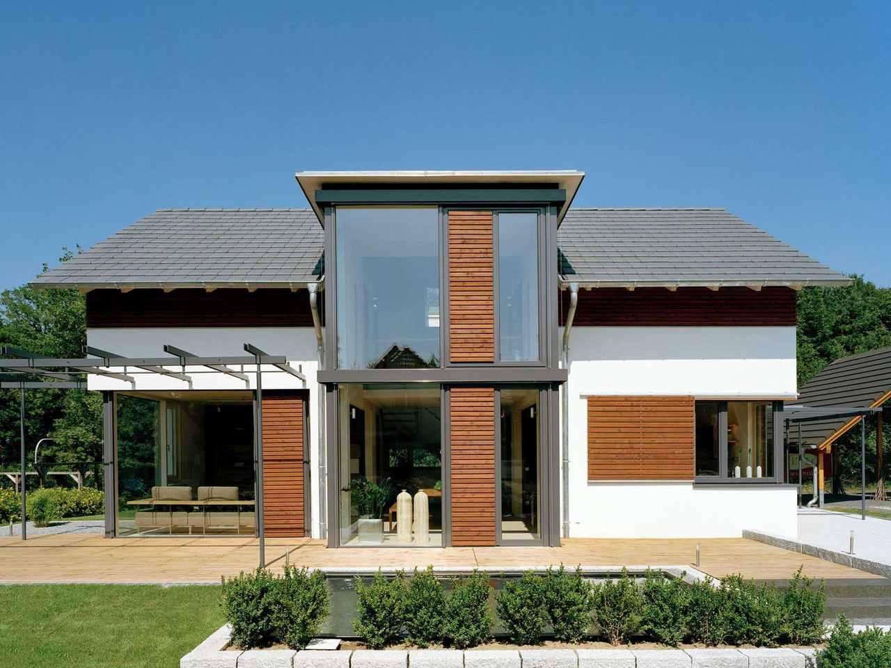Musterhaus Design 168 von Frammelsberger Holzhaus Vorderansicht am Tag