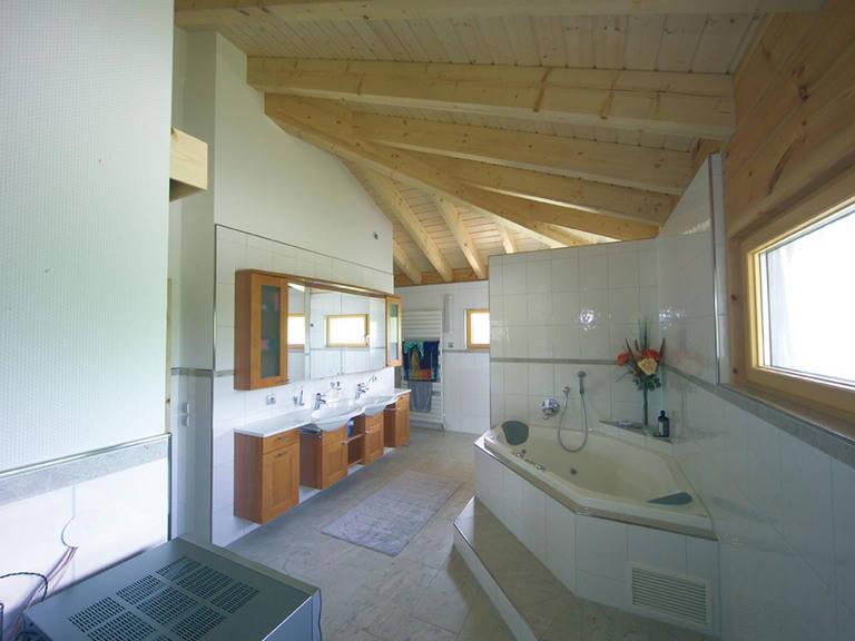 Badezimmer Holzhaus Elsass von Fullwood Wohnblockhaus