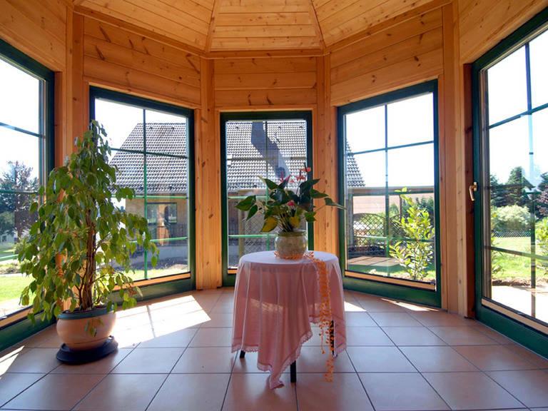 Innenansicht vom Holzhaus Almof von Fullwood Wohnblockhaus
