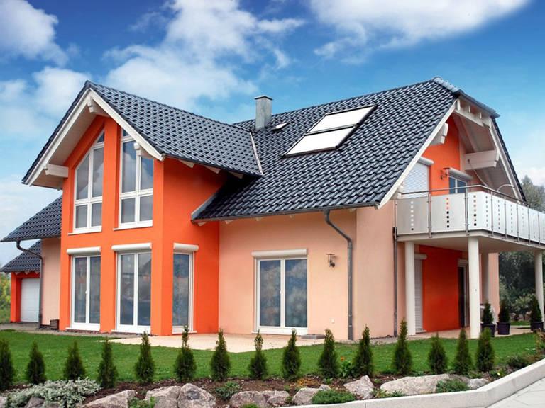 IQ Hausbau Einfamilienhaus mit Zwerchdach, Hausausstellung Hechingen